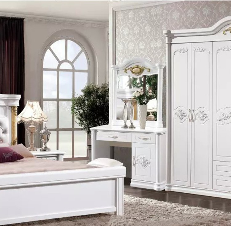 Modern European Solid Wood Bed Fashion Carved Leather French