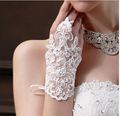 Hot Sale Sequins Lace Wedding Gloves 2016 Wrist Length Fingerless Wedding Golve Wedding Accessories