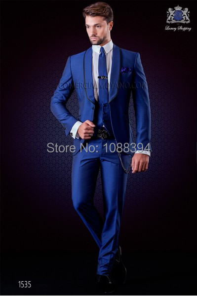 2018 Nouvelle Arrivée Bleu Royal Smokings Pour Hommes Slim Fit Marié De Mariage  Costumes Pour Hommes b7fbd56de3f