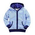 2016 de otoño e invierno de los niños ropa niños suéter a rayas de manga larga azul de impresión con capucha cremallera suéter suéter chico