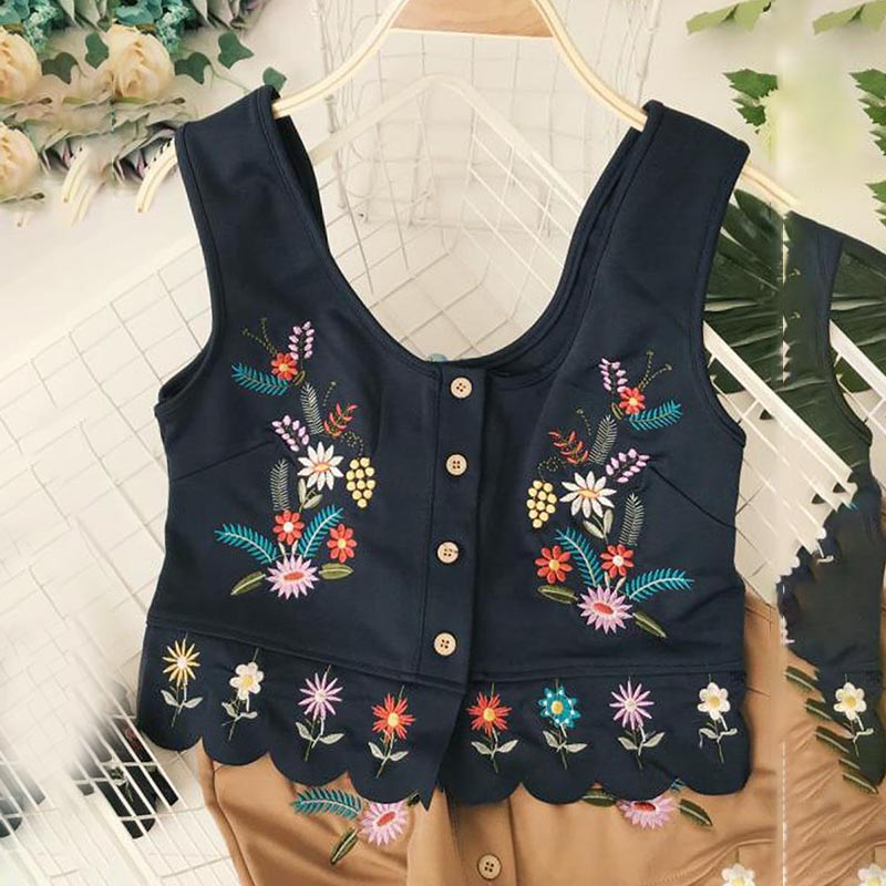 Vinatcy Embroidery Exposed Navel Short Camisoles Folk Style Crop Top V Neck Button Wavy Edge Summer Europe Beach Vacation Tanks