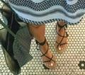 2016 novos chegada mulheres botas de verão gladiador de tiras de couro pu bandagem rendas até tanga clipe anel cortar sandálias de salto planas dedo do pé