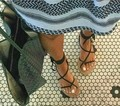 2017 nueva llegada de las mujeres gladiador botas de verano vendaje de tiras de cuero de la pu encaje tanga clip de anillo del dedo del pie talón plano recorte sandalias