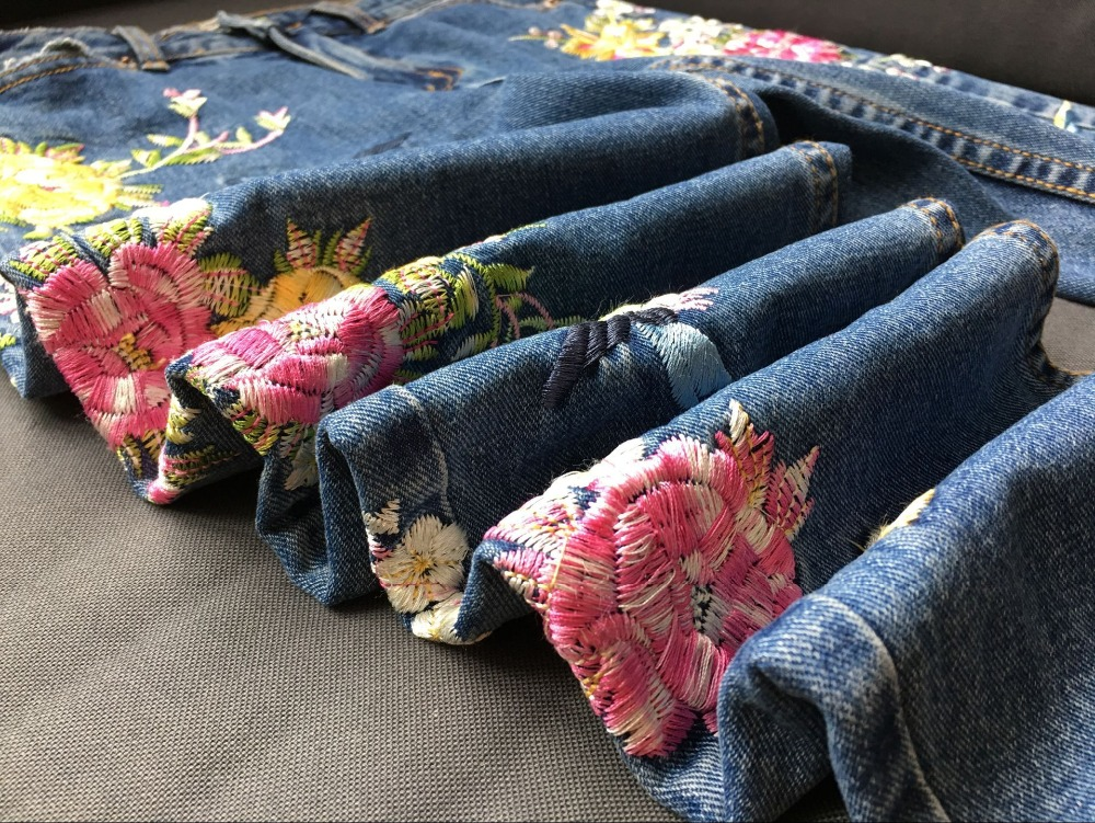 2017 Europe and the United States women's three-dimensional 3D heavy craft bird flowers before and after embroidery high waist Slim straight jeans large code system 46 yards (36)