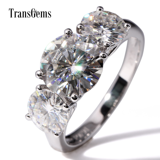 Transgems 14 18K ホワイトゴールド 5CTW センター 3ct 9 ミリメートルと 1ct 6.5 ミリメートル F 色モアッサナイト 3 石モアッサナイトの婚約指輪