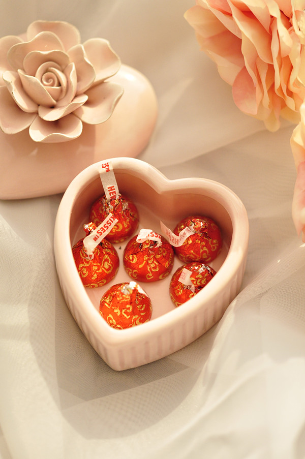 Heart-shaped candy box ceramic flower rose pinching refined aesthetic choice for high-end wedding hi product free look like