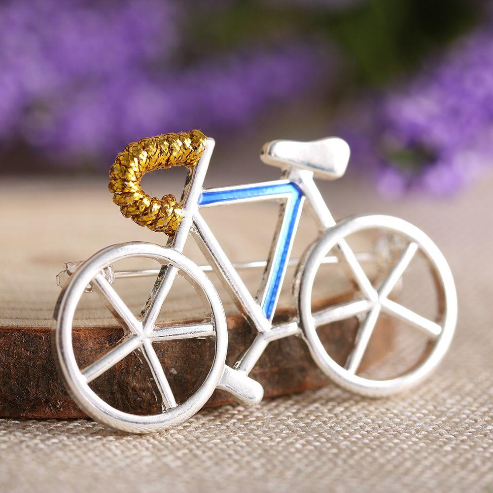Girls On Bikes - 8 Pin-Ups by Trevor Brady | Ufunk.net