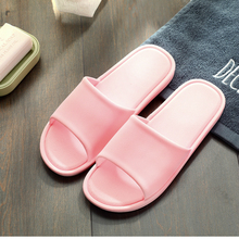 2019 new Summer couple slippers womens indoor comfortable bathroom non-slip light bath home