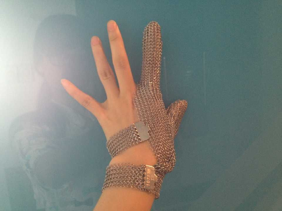 Two finger hook strap stainless steel finger protect glove two finger steel glove lobster glove stainless steel metal mesh shucking glove cut proof knife proof chain mail glove