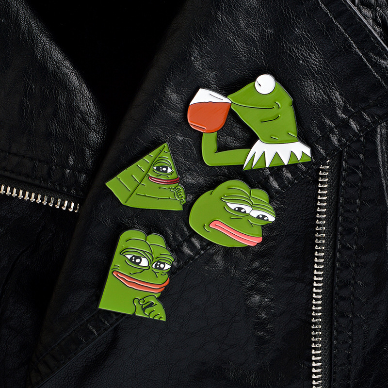 Explosive Hot Sale Ornaments Funny Pepe The Frog Frog Pepe Emoticons Dipping Oil Cartoon Brooch Sweater Shirt Jeans Pin Badge