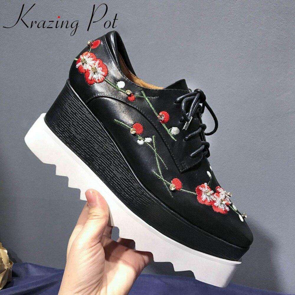 Krazing Pot punk stijl echt leer wiggen hoge bodem lace up bloem borduren kristallen waterdicht vierkante teen pompen L18-in Damespumps van Schoenen op  Groep 1
