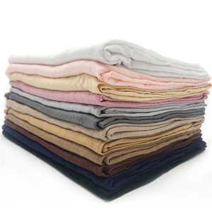 Image 1 - 저지 스카프 여성 솔리드 컬러 탄력 면화 Shawls 우아한 겸손 이슬람 Hijab 스카프 대형 양질 스카프 목도리