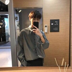 Image 3 - 2018 한국어 스타일 새로운 남성 패션 트렌드 세로 스트 라이프 느슨한 캐주얼 블루/블랙 긴 소매 고품질 셔츠 크기 M XL
