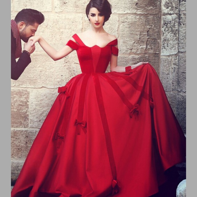 Unique Red Gothic Wedding Dresses 2017 Scalloped Short Sleeve Simple Ball Gown With Bow Applique