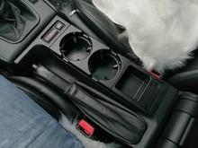 ثقب مزدوج سيارة الجبهة مركز وحدة التحكم رف كأس/تغيير صندوق لسيارات BMW E46: أسود