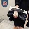 Senhora Designer de bolsas de embreagem dia