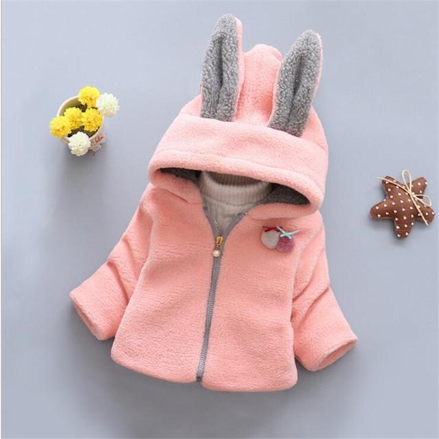 2016 Nova outono inverno da pele do falso casacos para os bebés moda cor sólida com capuz flor bebê outerwear 2 cores