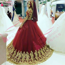 Red Muslim Long sleeve Wonderful Wedding Dress African Long Tulle Ball Gowns Hijab Saudi Arabia Bridal Dress Gold Appliques Z913