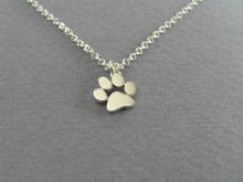 Jisensp Chokers Necklace Tassut Cat and Dog Paw Print Animal Jewelry Women Pet Memorial Pendant Cute Delicate Statement Necklace