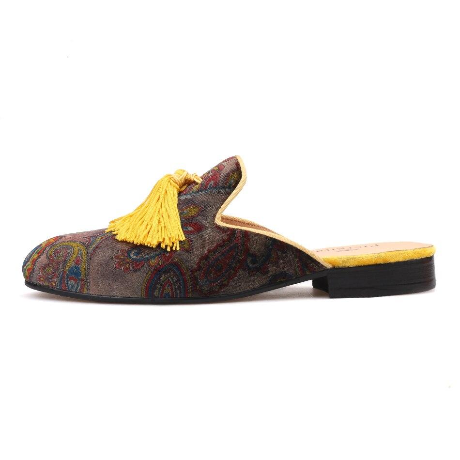 Piergitar 2018 nieuwe Handgemaakte mannen fluwelen slippers met geel kwastje Fashion party en tonen mannen half ontwerpen loafers plus size-in Slippers van Schoenen op  Groep 2