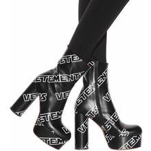 6046ab0b33 Letra Impressa Ankle Boots Mulheres Altas Botas de Plataforma Bloco Salto  Chunky estilo rua Legal Menina Bombas Passarela Botas .