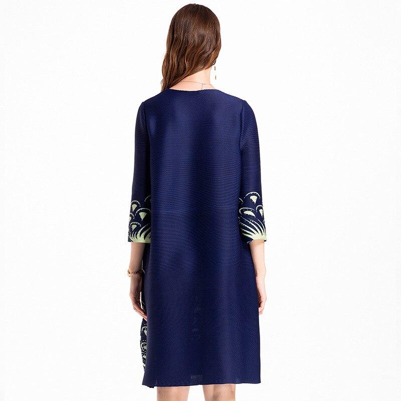 Original autocollant numérique perce grande taille femmes haut de gamme européen et américain automne plissé MIYAKE robe en gros - 4