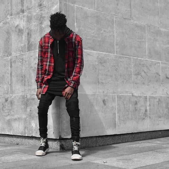 d4e58cf89f04 High Streetwear Fashion Brand Mens Oversized Flannel Shirts Red and Green  Distressed Tartan tee Elongated Plaid T Shirt
