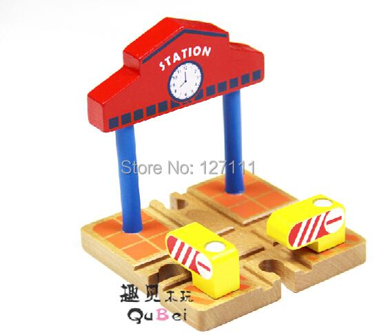 Vía del tren de madera accesorios Cruz plataforma de bloques de construcción de las vías del tren de madera juguetes para los niños