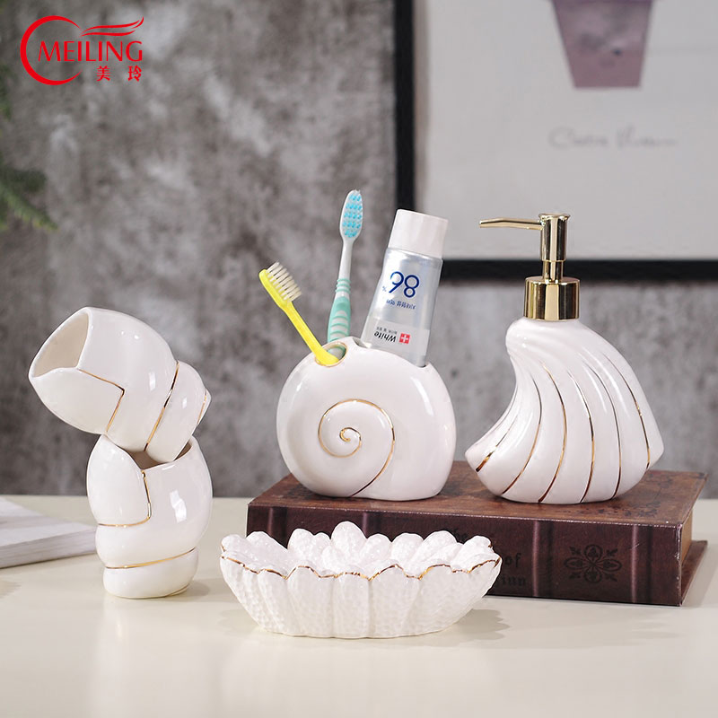 Nouveau Blanc En Céramique Conque Salle De Bains Ensemble Or Jante distributeur de dentifrice porte-brosse à dents Pour Décoration Salle De Bain accessoires de toilette