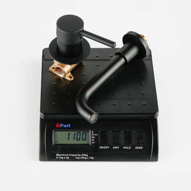 도매 및 소매 현대 벽 마운트 믹서 탭 욕실 싱크 수도꼭지 회전 벽 오르네 목욕 단일 레버 분지의 수도꼭지 1085