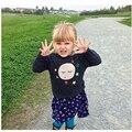 Nueva Primavera 2016 Niños Choses Bebé suéter de la Muchacha Encantadora Estrella cara de Impresión de punto de Lana de Algodón Niños Niños Suéter Camisa Marca blusa