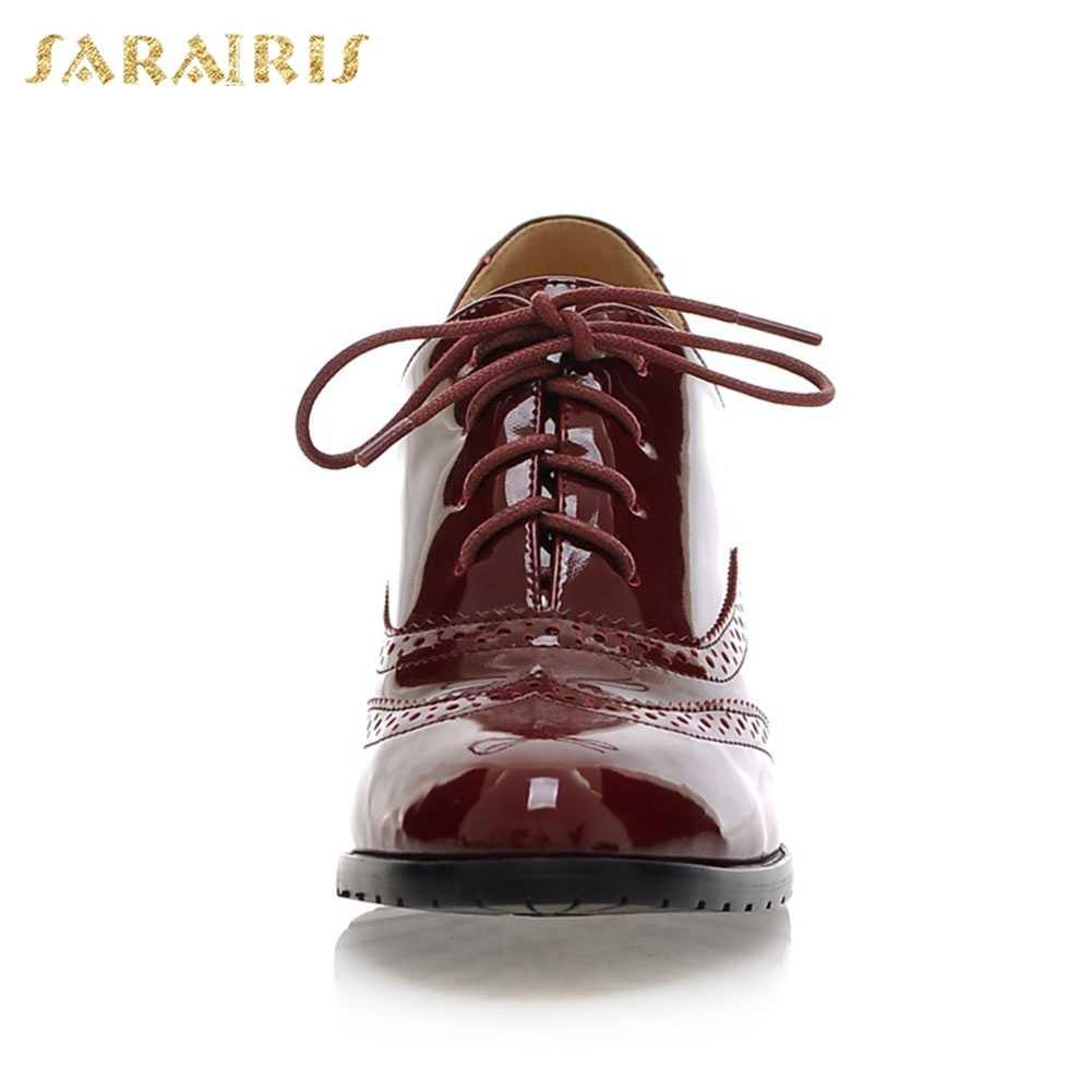 SARAIRIS Büyük Boy 34-43 Kadın İngiliz Dantel Up Tıknaz Topuklu Platformu Patent PU ayakkabıları Kadın Okul Kızlar Pompaları
