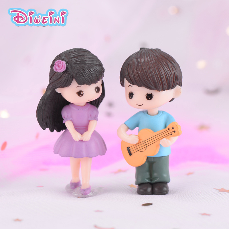 2pcs Guitar Lover Boy Girl Dolls House DIY Miniature 3D Figurines Decoration Dollhouse Toys Children Birthday Gifts Accessories
