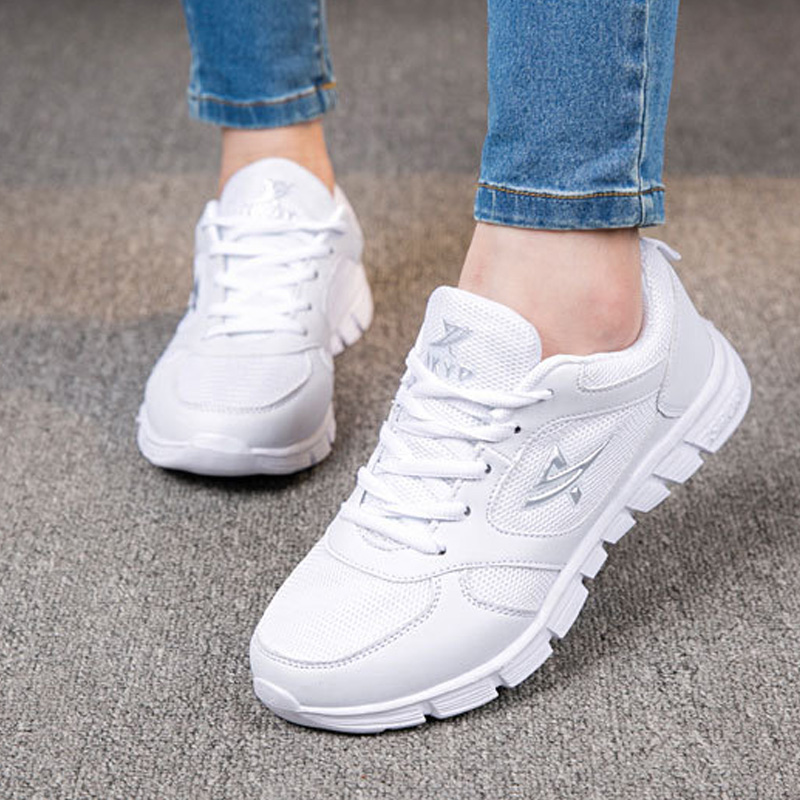 2018 summer Lightweight Running Shoes Breathable Female Sneakers Women Sport Running Shoes Outdoor Athletic Shoes Big Size