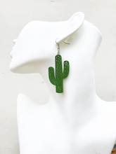 цена на Free Shipping!! GREEN /Natural color Laser cut  fashion  Hollow  cactus  popular Jewelry  Wood earrings   WE-0112