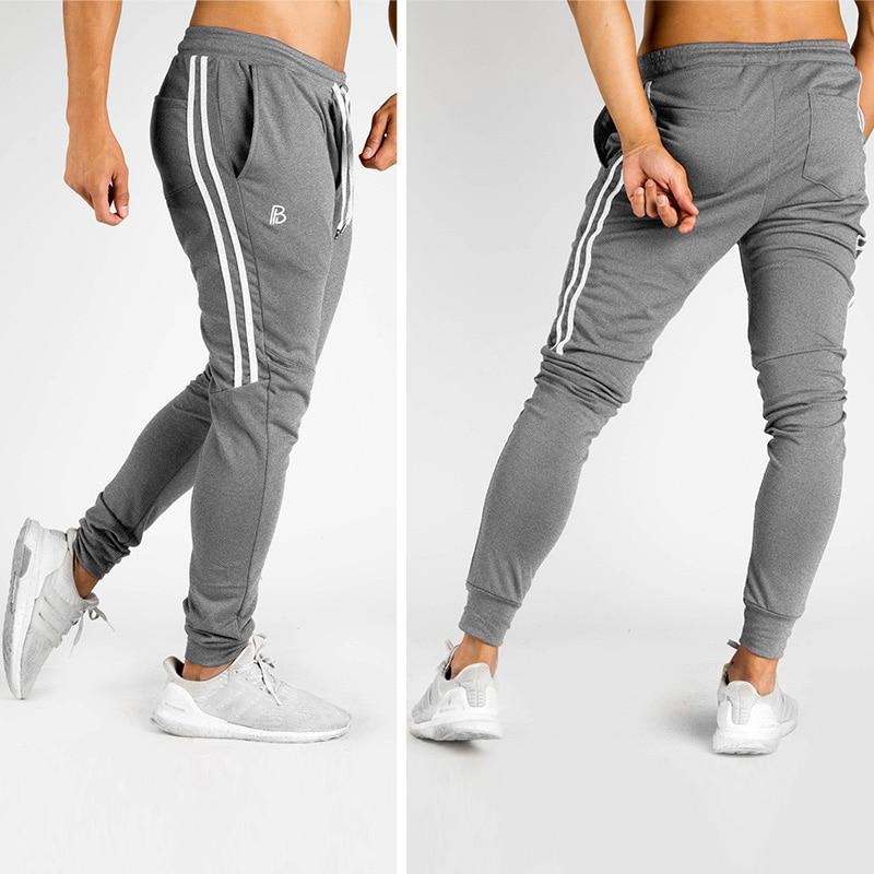 2018 correr Jogging pantalones hombres negro Joggers gimnasio entrenamiento  correr pantalones hombres rayado ropa deportiva pantalones de chándal  Pantalones ... bde64ea53afe