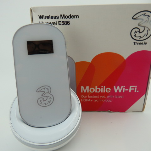 HUAWEI E586 WIRELESS MODEM, MOBILE Wi-Fi ON 3 NETWORK. VERY GOOD CONDITION.