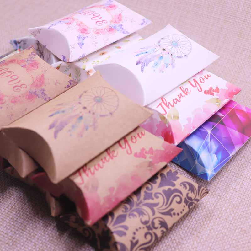2019 New Paper Gift Box Candy Favor Packing Pillow Box Brown/ White Color Gift Packing & Display Box 80x55x20mm Mult  Designs