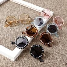 Новые модные солнцезащитные очки для маленьких девочек и мальчиков, однотонные солнцезащитные очки с надписью, 7 цветов