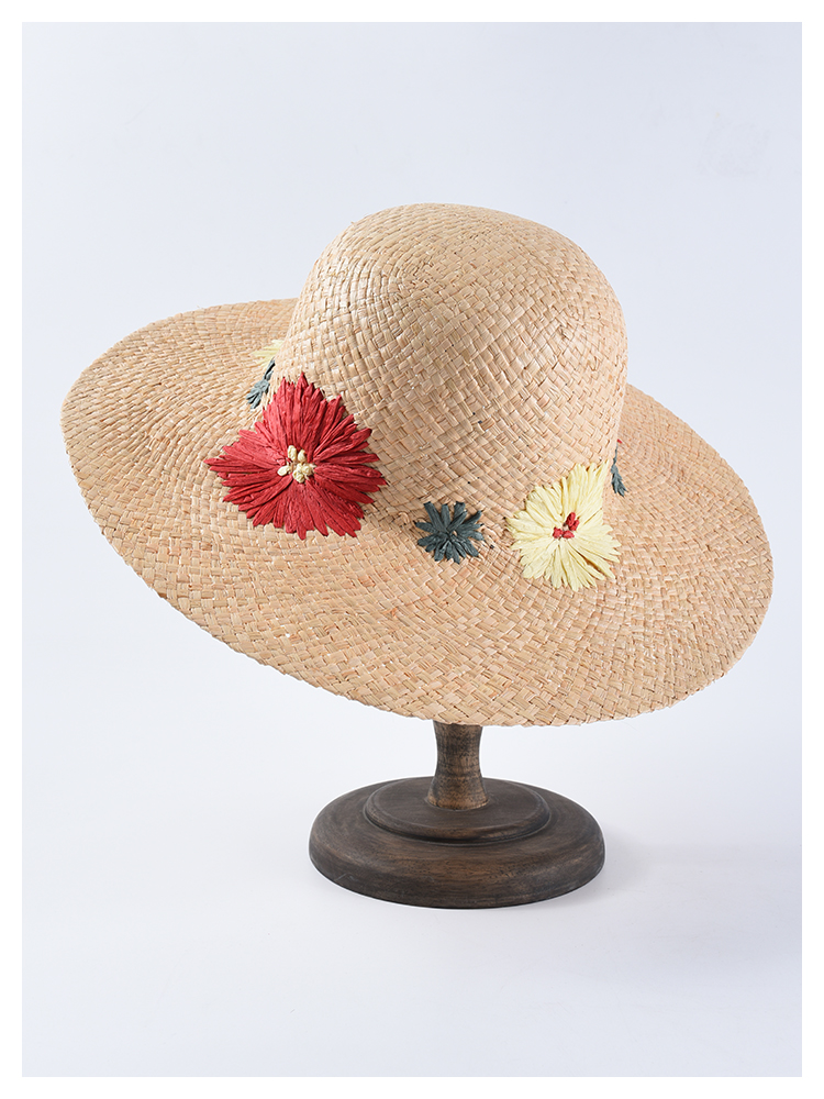 e0ccb52285107 Classical trilby hats are an effective accessory to make you look great on summer  beach