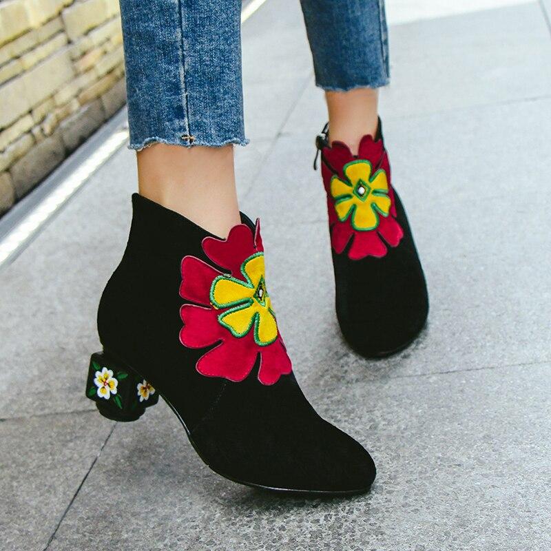 2019 الجلد المدبوغ زهور بلاستيكية النساء غريبة الكعب العالي حذاء من الجلد الأسود الأخضر السيدات أحذية الحفلات امرأة كبيرة حجم 41 42 43-في أحذية الكاحل من أحذية على  مجموعة 2