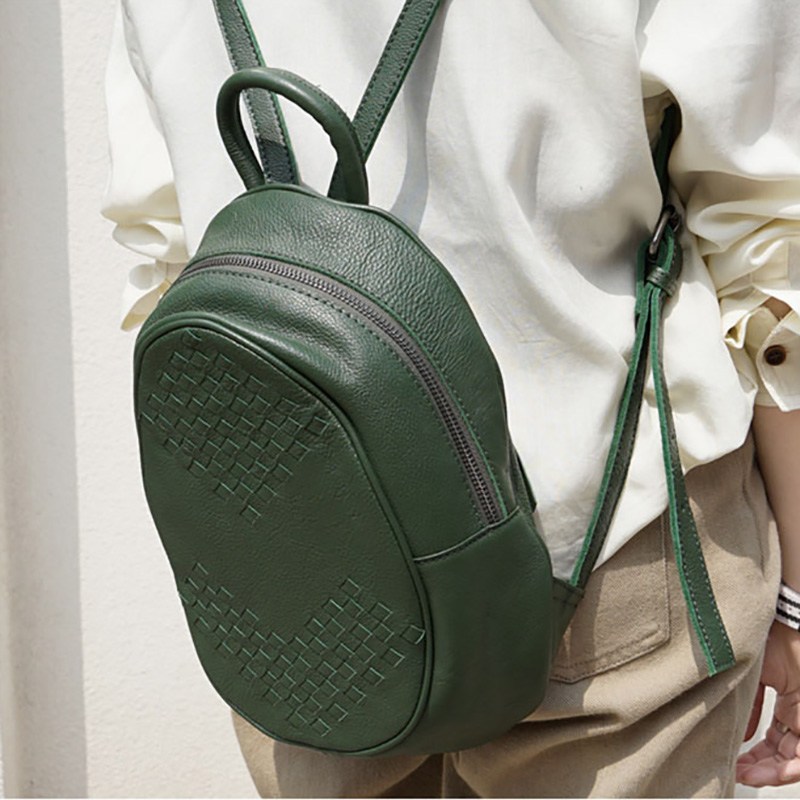 AETOO Retro แฟชั่นขนาดเล็ก handmade เก่า cowhide กระเป๋าหนังผู้หญิงทอ, อินเทรนด์สบายๆกระเป๋าเป้สะพายหลัง-ใน กระเป๋าเป้ จาก สัมภาระและกระเป๋า บน   2