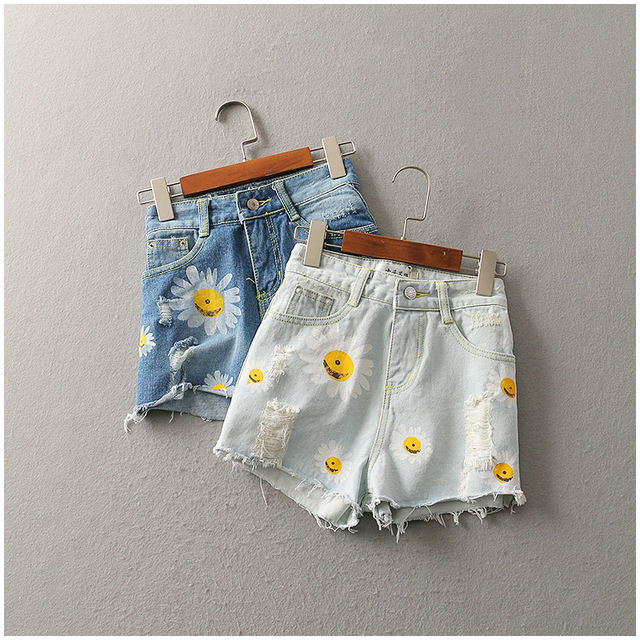 P126 Hot Sale 2017 New Arrivals Spring Summer Denim Shorts Women Daisies Printed Hole Short Jeans Fashion Lady Jeans Shorts