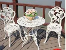 Садовый столик. Литой алюминиевый стол и стул из трех предметов