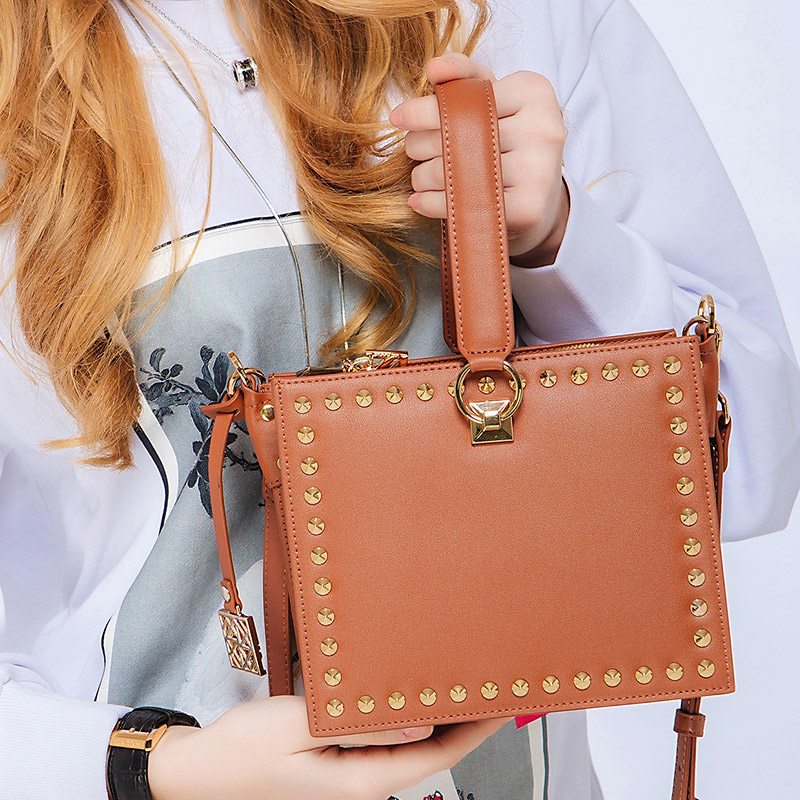 KZNI Genuine Leather Cowhide Clutch Cross Shoulder Bags High Quality Rivet Crossbody Bag Sac a Main Femme Bolsos Mujer 9062-9063 kzni genuine leather cowhide clutch cross shoulder bags high quality rivet crossbody bag sac a main femme bolsos mujer 9062 9063
