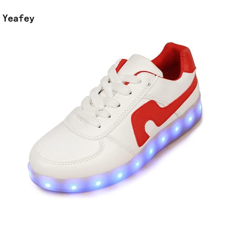 cfa1fe62729a Yeafey/светящиеся световой подсветкой Спортивная обувь белый против красные  женские мужские модные кроссовки со светодиодной подсветкой Освещение детей  ...