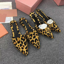2017 Promotion Excessive High quality Gown Sneakers Girls Summer time Pointed Toe Mid Heel Slippers Classic Pearl Embellished Slides