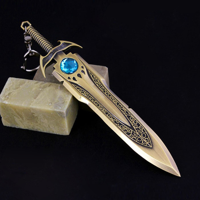 16CM Collectibles LOL The Barbarian King Tryndamere zinc alloy weapon King's Sword Keychain Keyring Bronze Sword Pendant