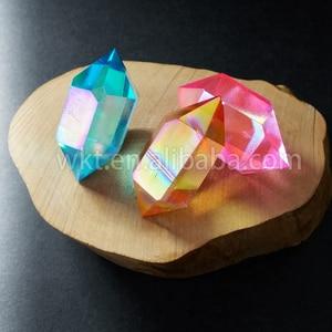 Image 2 - WT G148 Gogerous mix farbe aqua aura quarz stein weise doppelseitige aura punkt doppel zauberstab kristall punkt stein für großhandel