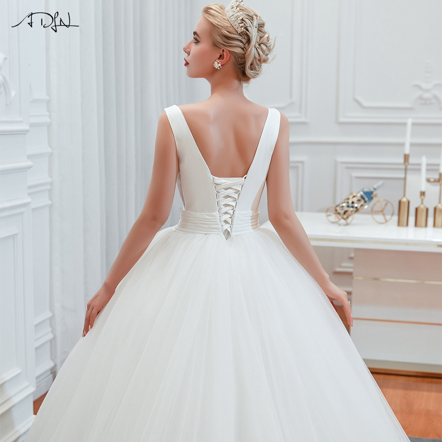 Elegant Vintage V-neck Lace-up Back Wedding Dress